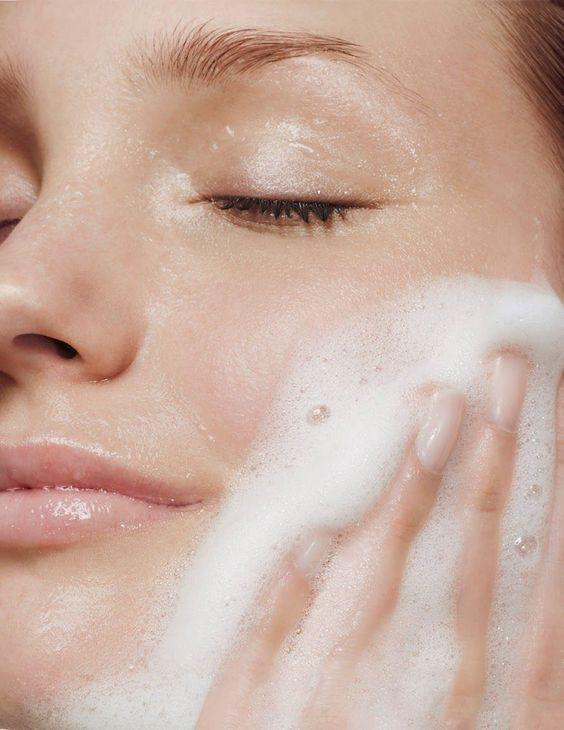 làm sạch da cũng là cách trị mụn đỏ