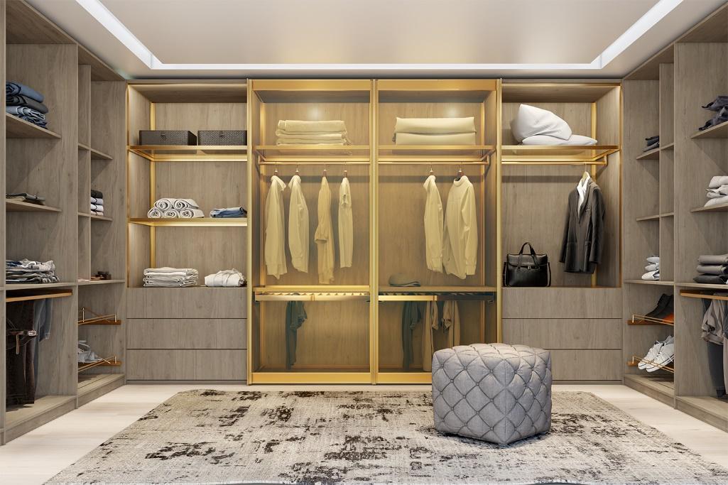 closet com armários cinza claro, puff cinza, piso branco com tapete em tom neutro