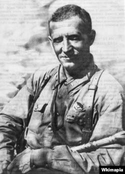 """Если Виталий Примаков – командующий """"ограниченным контингентом"""" в Афганистане в 1929 году, – сделал затем блестящую карьеру, а в 1937 году был расстрелян, то Иван Петров (на фото), возглавлявший в ходе штурма Мазари-Шарифа кавалерийский артдивизион, впоследствии готовил операцию """"Багратион"""", войска под его руководством штурмовали Прагу и Берлин, за что 29 мая 1945 г. он получил звание Героя Советского Союза"""
