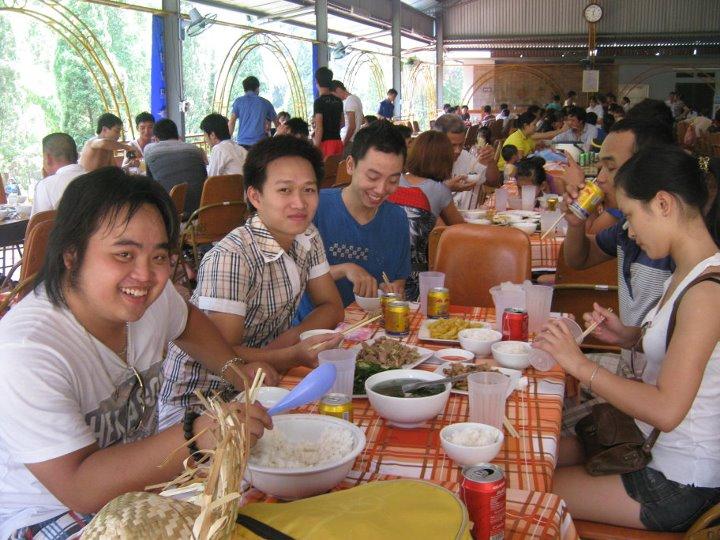Tradiční vietnamské stolování