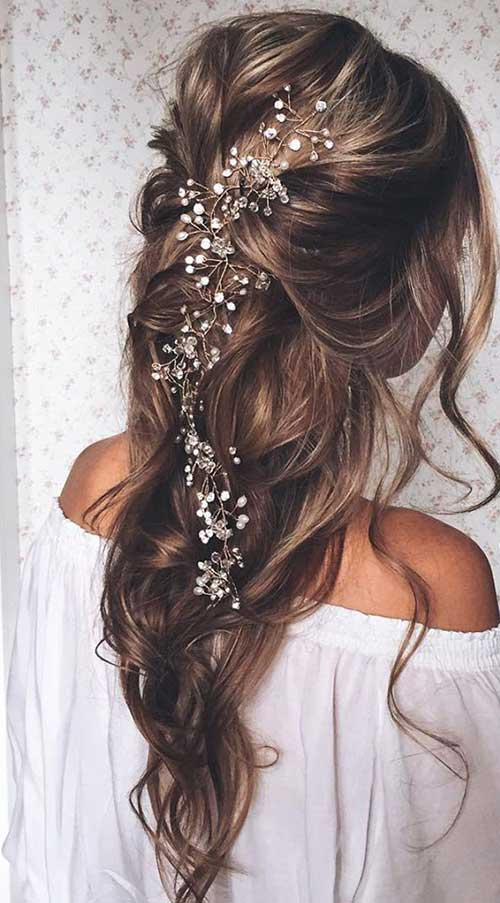 Prom-Hairstyles-Down-for-Long-Hair-with-Little-Flowers.jpg