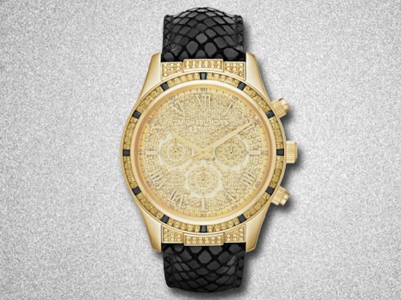 Mẫu sản phẩm đồng hồ Michael Kors nam đính đá này là một ví dụ chứng minh cho sang trọng, cầu kỳ đặc trưng của hãng.