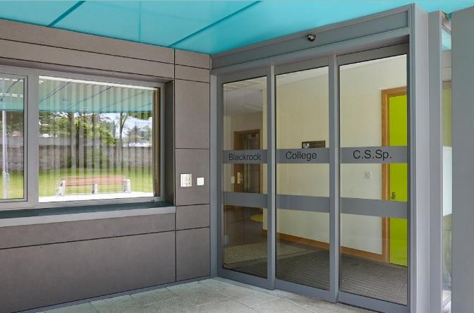 Hệ thống cửa tự động mang đến giải pháp an ninh cho tòa nhà
