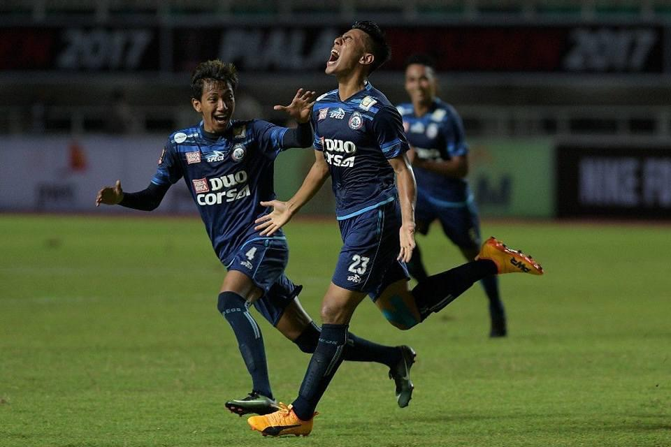 Hanif Sjahbandi celebrating his first Piala Presiden goal in the 2017 edition