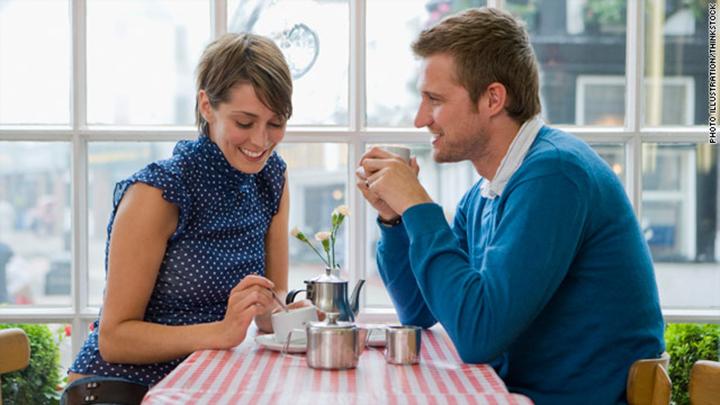 Tự tin nói chuyện khi hai người gặp mặt.