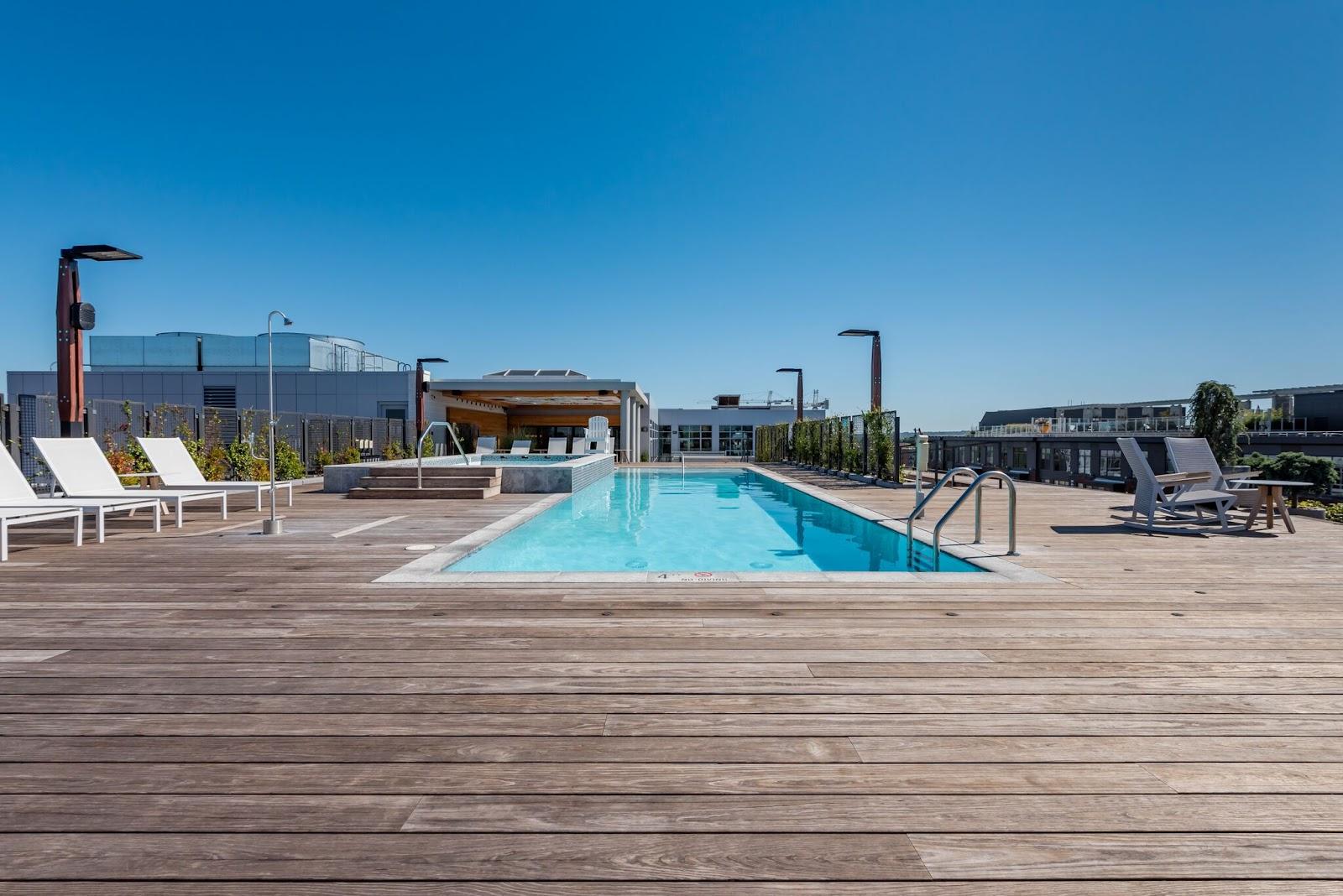 Bygg en takterrasse med svømmebasseng