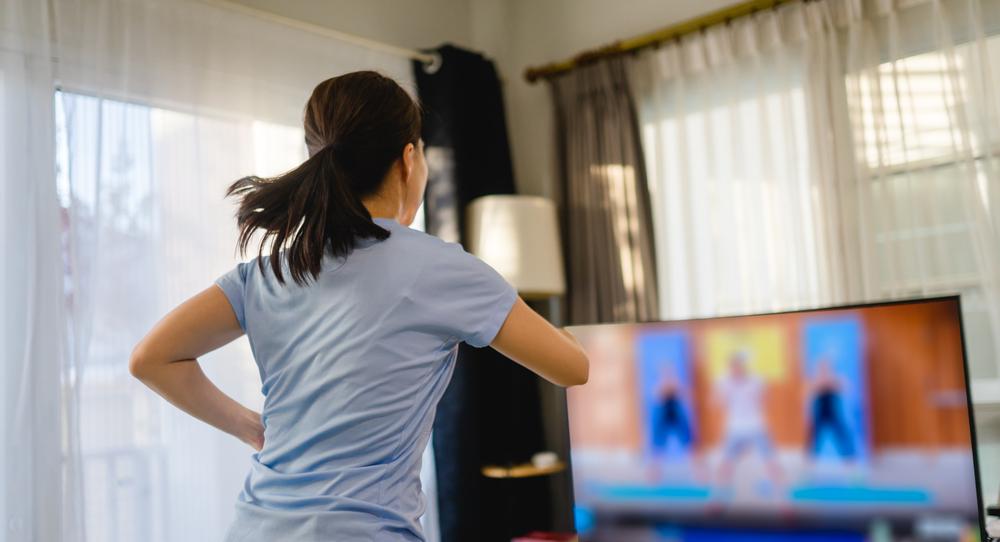 Nada de sedentarismo: o Mackenzie oferece aulas online para fazer exercícios em casa durante a pandemia. (Fonte: MIA Studio/Shutterstock)