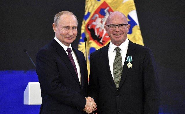 CBC News (Канада): канадский профессор получает высокий орден от Путина, а потом беседует с ним о собаках и хоккее