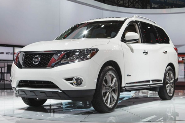 angular-front-of-the-Nissan-pathfinder