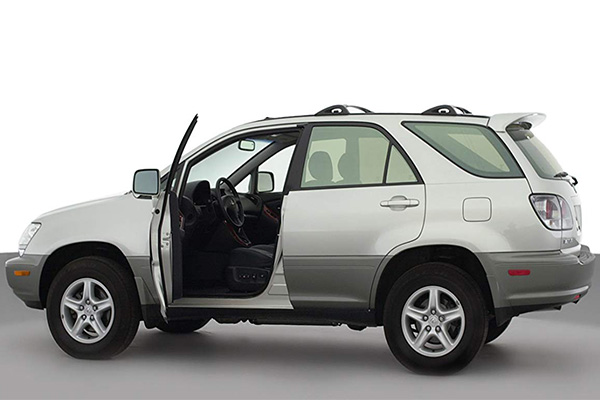 side-of-the-lexus-RX300