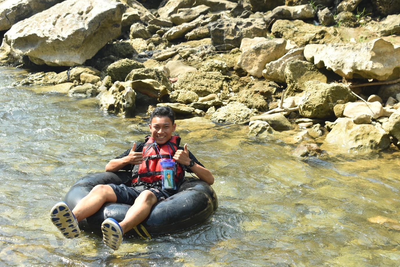 Owner Blog Alvian Kosim mencoba sendiri Rafting di Sungai Oyo