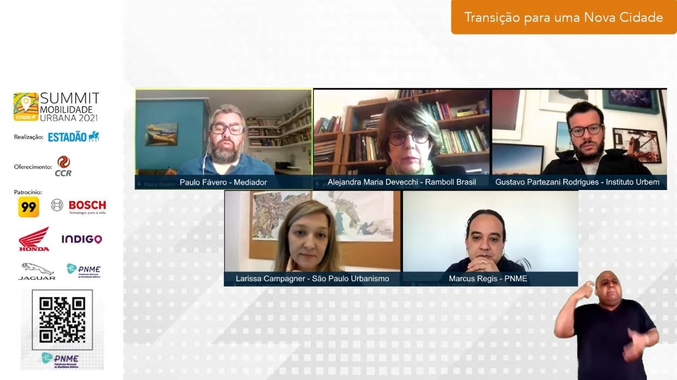 O painel teve mediação do jornalista Paulo Fávero. (Summit Mobilidade Urbana/Reprodução)
