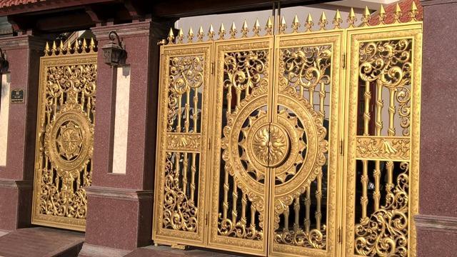 Description: Ngắm những cánh cổng tiền tỷ của đại gia Hà Nội | Báo Dân trí