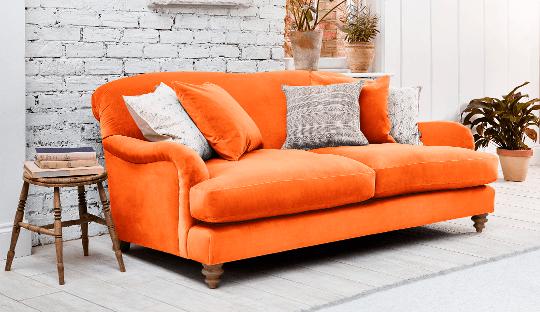 Ý tưởng phòng khách gia đình với ghế sofa màu cam