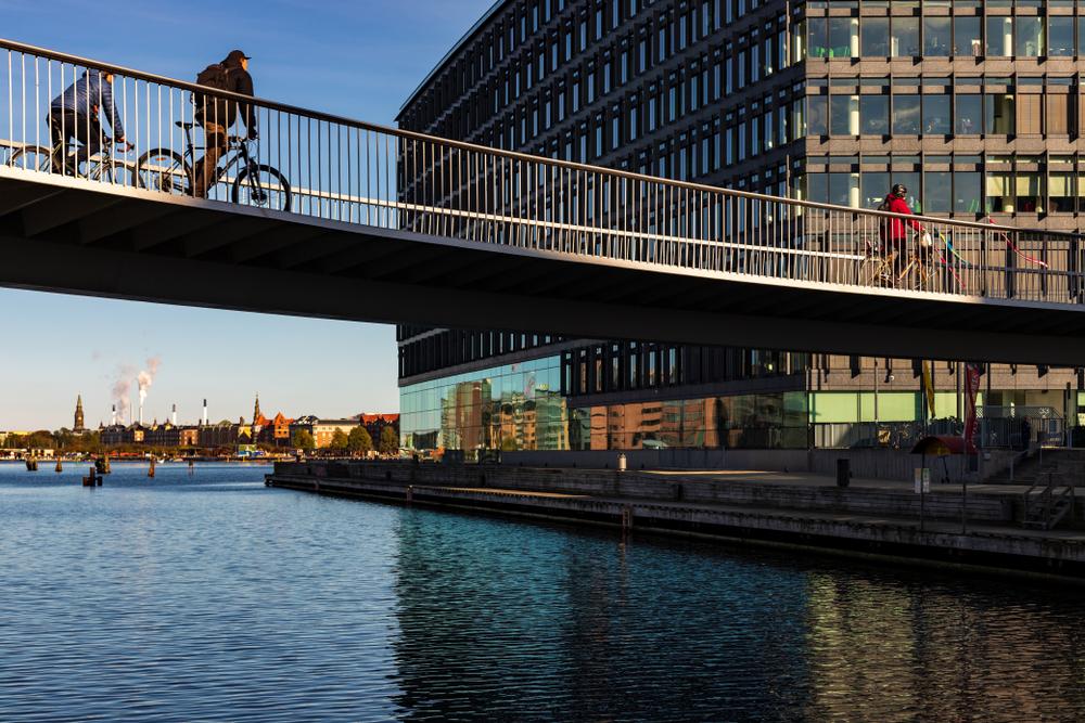 Sistema dá preferência a ciclistas na circulação dentro da cidade. (Fonte: Shutterstock)