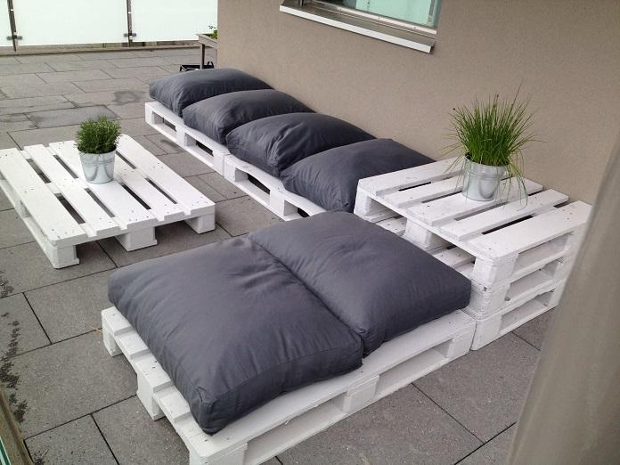 palets-tumbonas-jardin-decorar-jardin-materiales-reciclados