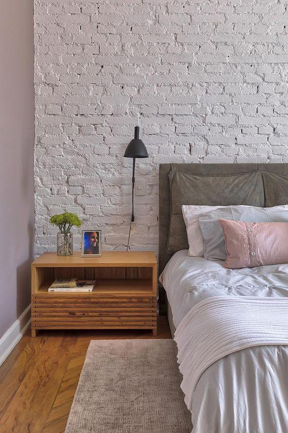 Uma imagem contendo no interior, quarto, vivendo, mesa  Descrição gerada automaticamente