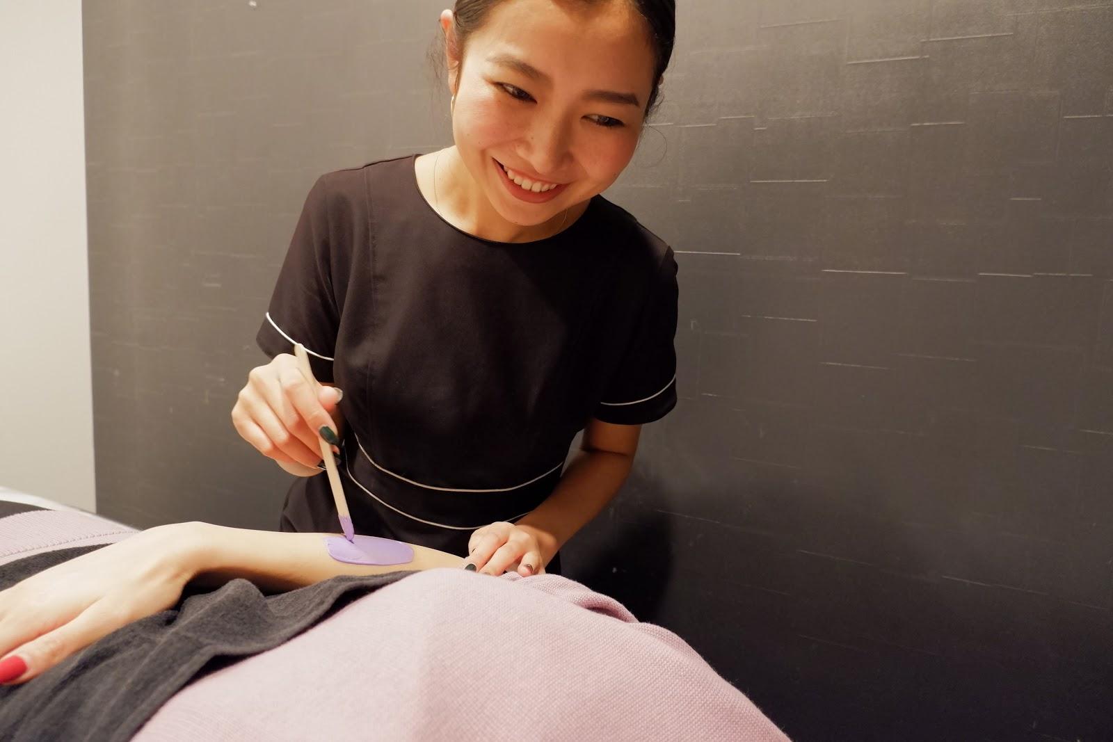 メンズVIO脱毛&ブラジリアンワックスサロンQueen's Wax土屋施術の様子