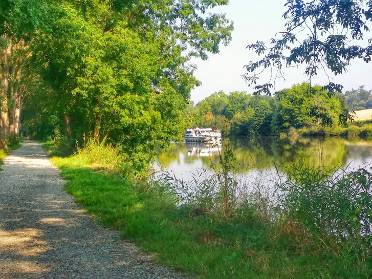 A cycle path runs parallel to the river so that you you have the option of cycling and catching up with the rest of your group at one of the many canal locks.