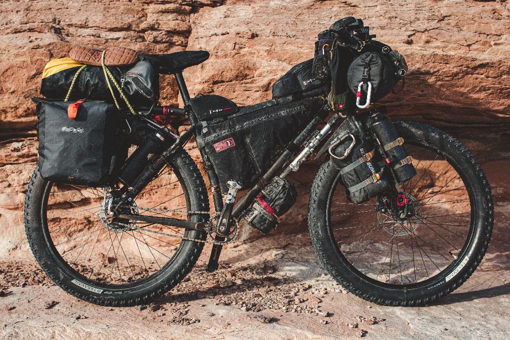 bikepacking: vélo chargé