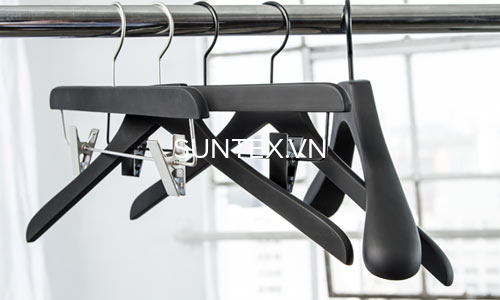 Đặc điểm của móc nhựa treo quần áo