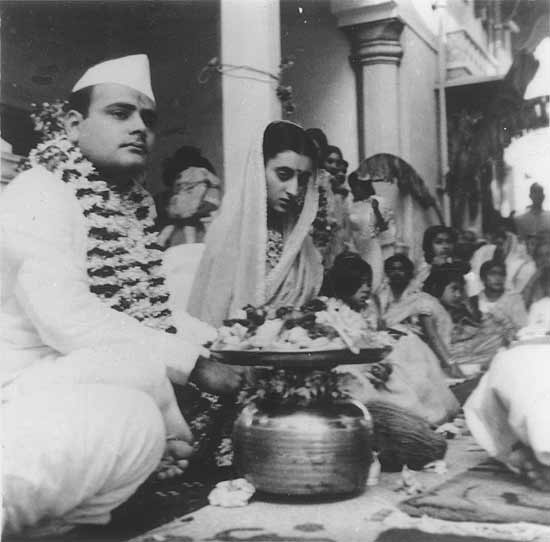 Indira Nehru And Feroze Gandhi Get Married At Anand Bhawan In Abad The Marriage