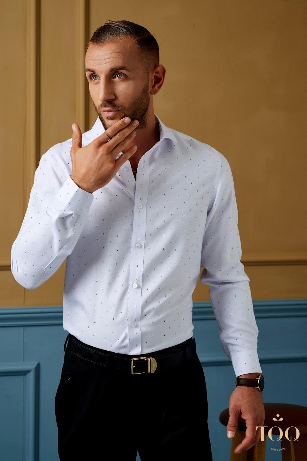 Mẫu áo sơ mi nam trắng họa tiết của TQQ chưa bao giờ hết HOT