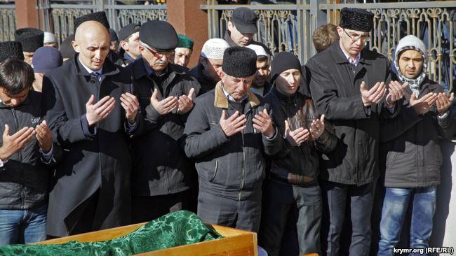 Похороны Решата Аметова в Симферополе. 18 марта 2014 года
