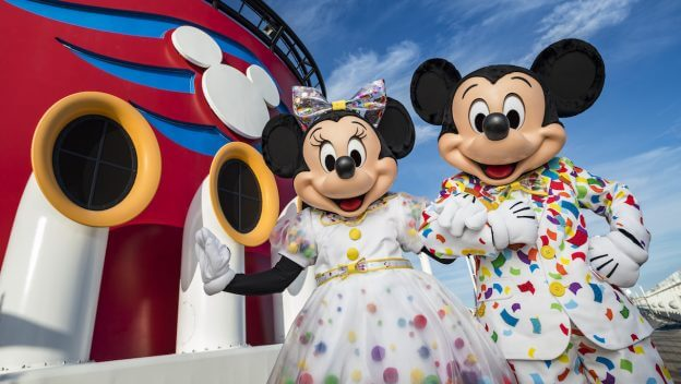 Mickey e Miney com uma roupa colorida representando o verão como melhor época para ir à Orlando.