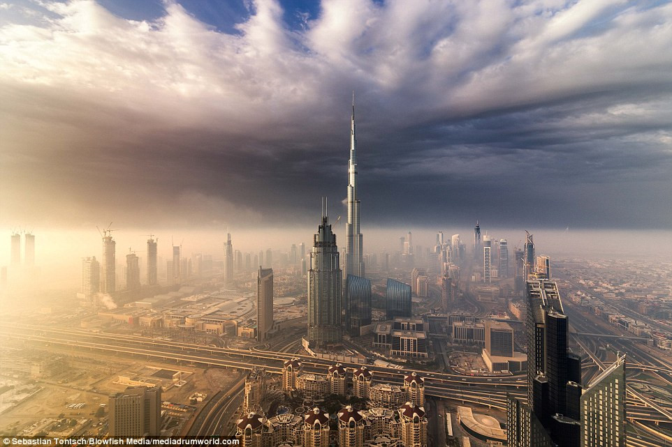 Nhung toa nha choc troi o Dubai huyen ao trong suong hinh anh 6