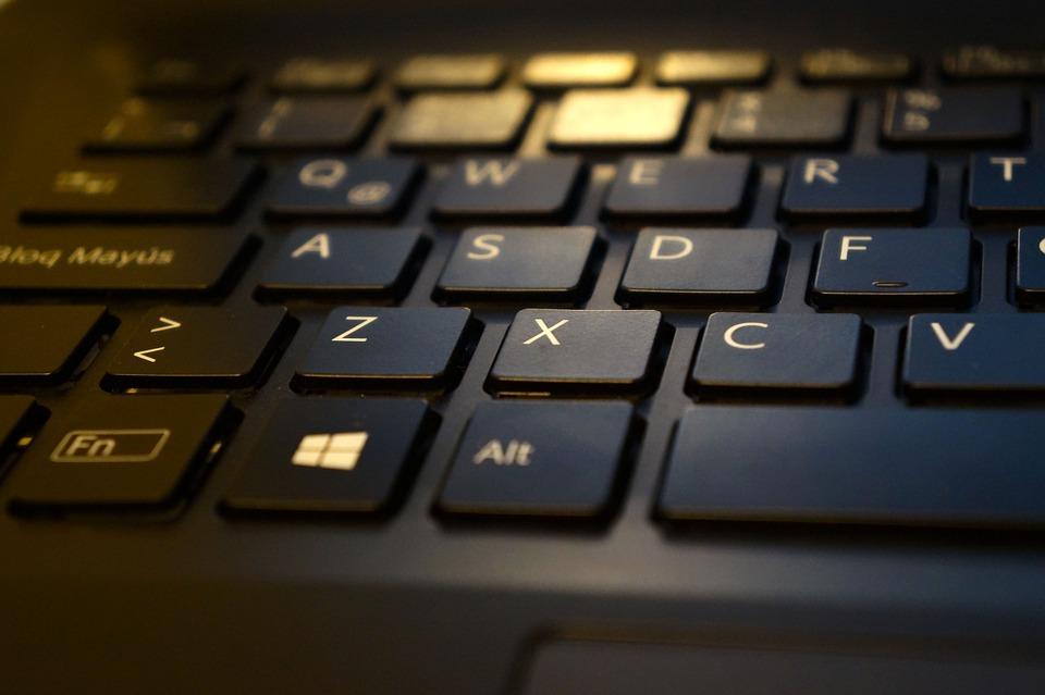 https://cdn.pixabay.com/photo/2014/10/12/21/39/keyboard-486179_960_720.jpg