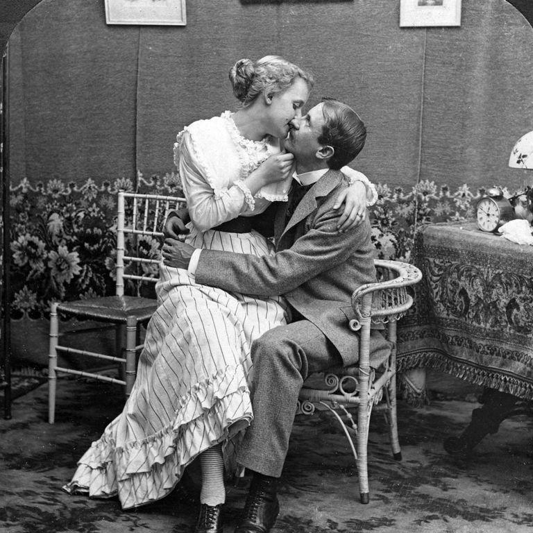 Pāris skūpstās 1900. gads