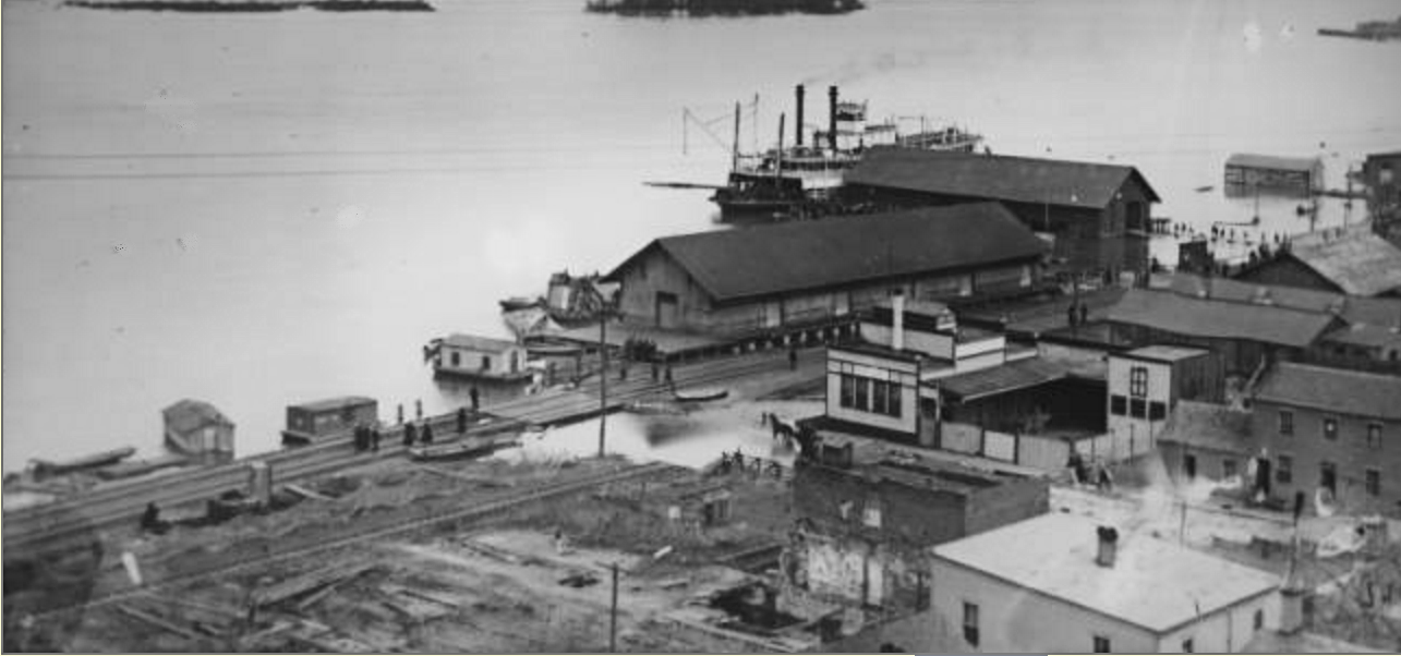 Hannibal Wharf with Steamboat.png