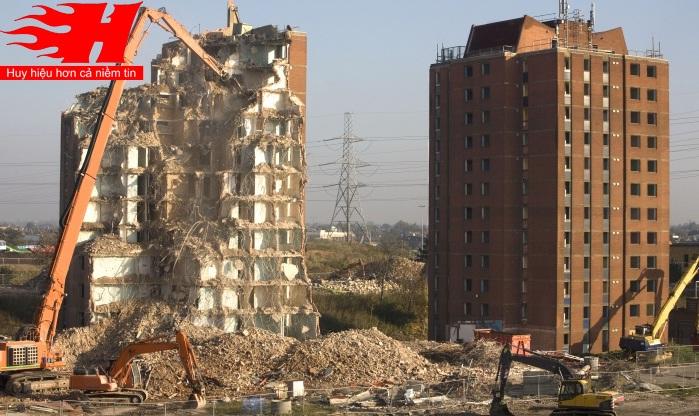 Phá dỡ công trình cao tầng tại Hà Nội(