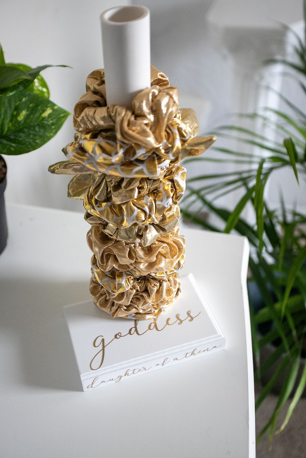DIY scrunchie holder tutorial using a cricut joy machine.