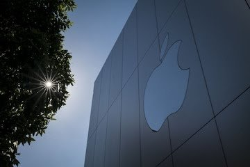Apple pays millions of dollars as compensation to girl whose photos got leaked by their mobile repair technicians 2