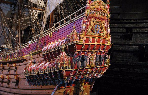 Ваза— шведский боевой корабль, спущенный наводу в1628 году. Создаваемый втечение двух лет, ондолжен был стать жемчужиной шведского флота, нозатонул после первогоже выхода изгавани, унеся ссобой надно около сотни человек. Главного конструктора даже неудалось привлечь кответственности, так как тот скончался загод докатастрофы.