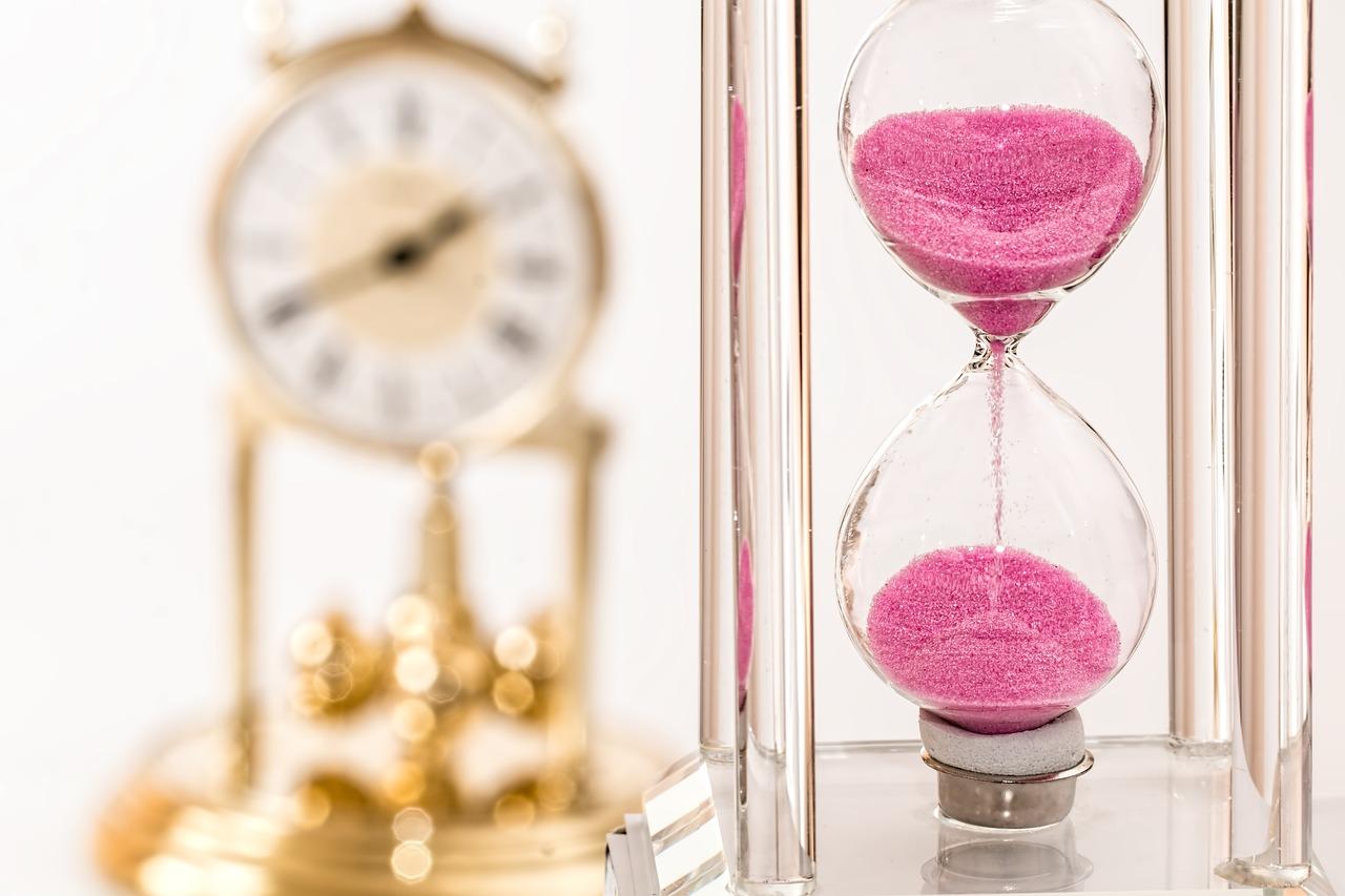 hourglass-1703330_1280.jpg