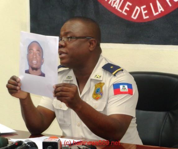http://www.haitinews509.net/files/2014/05/La-Photo-de-Rony-Timoth%C3%A9e-par-le-Porte-parole-adjoint-de-la-PNH.jpg
