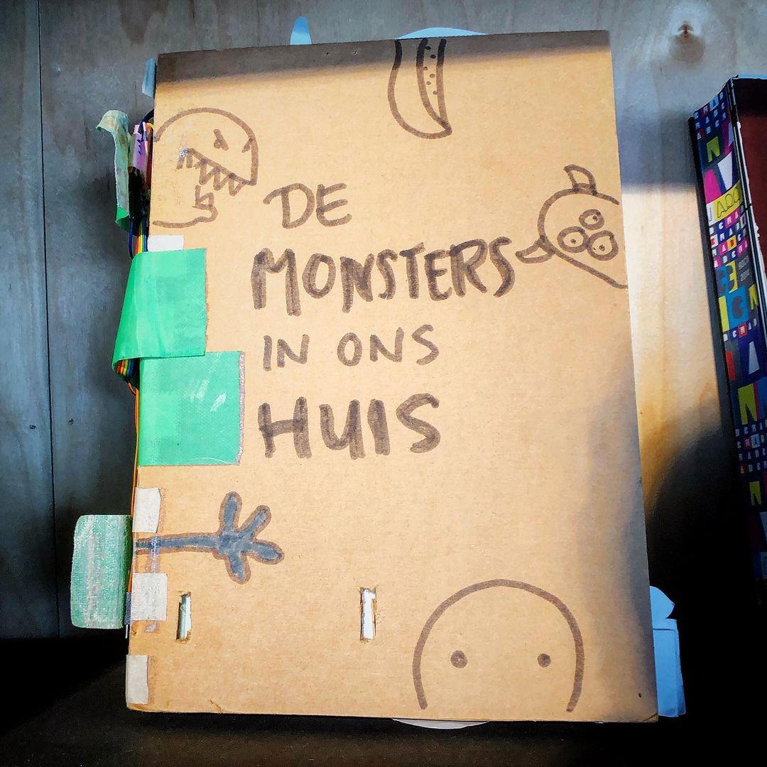 """Zelfgemaakt boek """"De monsters in ons huis"""""""