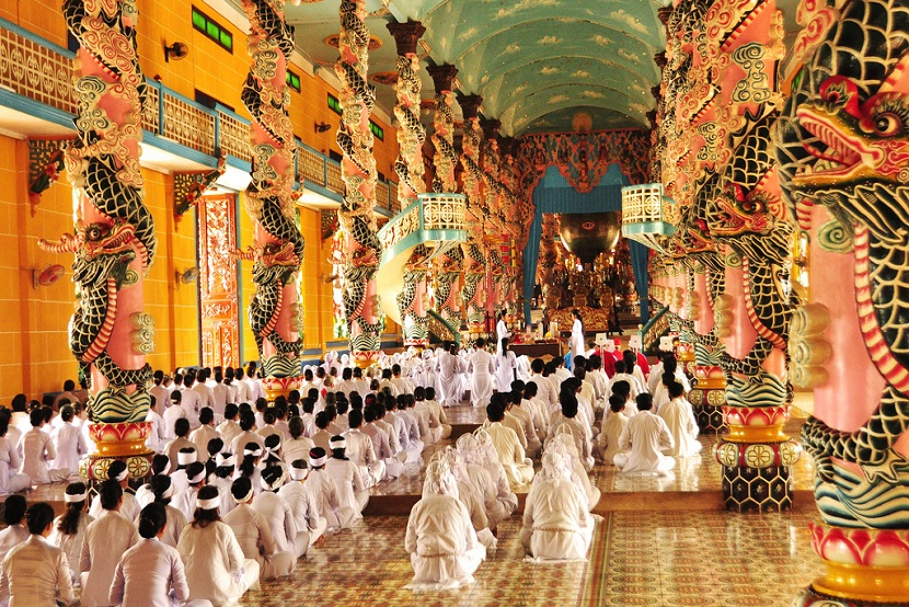 People worship in Cao Dai Temple