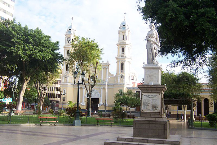 Plaza de Armas de Piura, ciudad donde nació Transportes Civa