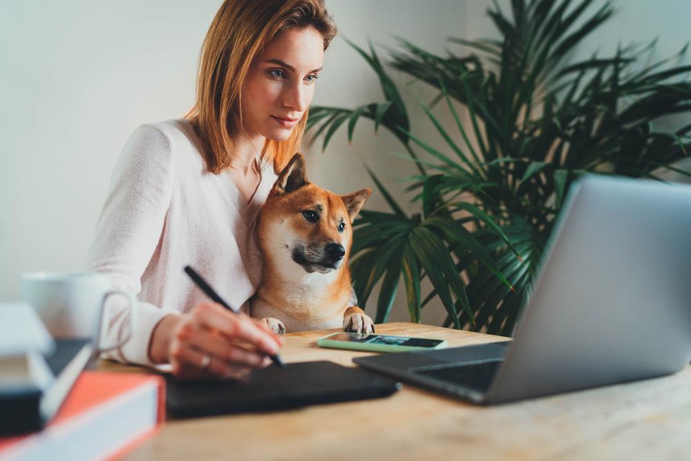 O fato de levar  regras corporativas para dentro de casa pode causar uma série de problemas. (Fonte: ImYanis/Shutterstock)