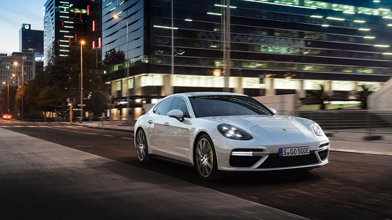 Porsche Panamera tem consumo de 19,2 km/l na cidade e 21,3 km/l na estrada (Imagem: Porsche/Divulgação)
