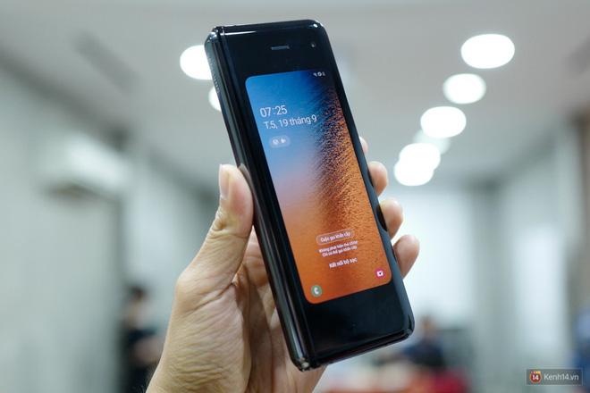 Siêu phẩm màn hình gập Galaxy Fold duy nhất của Việt Nam: Độ chảnh ăn đứt iPhone 11, nhưng giá thì trời ơi... - Ảnh 8.