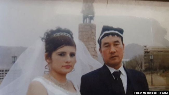 Нодира Ходжаева и Люй Цун. Фото из семейного альбома