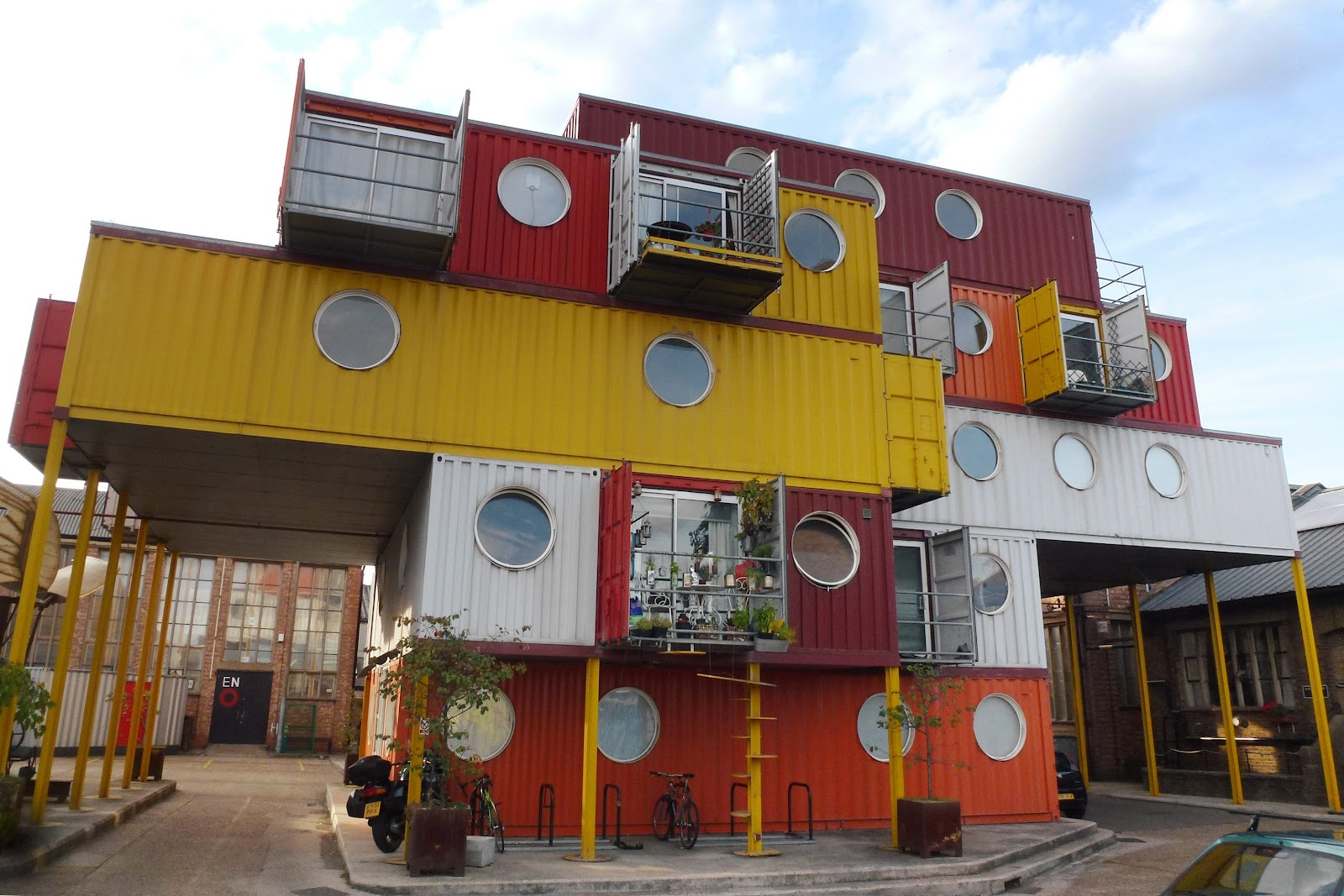 Cmglee_Container_City_2.jpg