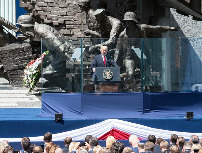 Tổng thống Trump đọc một diễn văn mạnh mẽ (và rất Công giáo) ở Ba lan