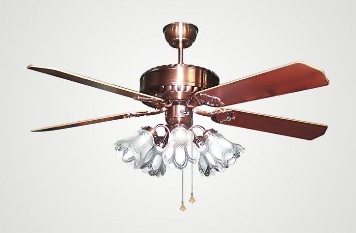 Quạt trần có đèn cánh sắt giúp tạo luồng gió mát hoàn hảo
