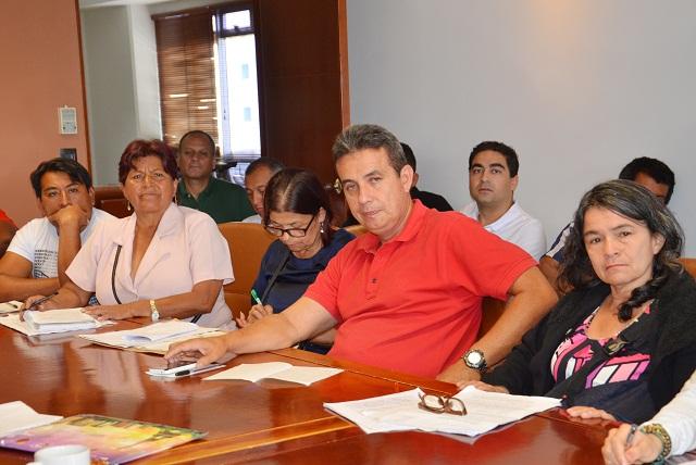 ALCALDE SE REUNE CON VENDEDORES DEL C CIAL DEL CAFE 8.JPG